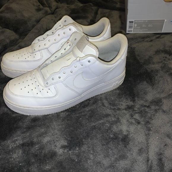 White Air Force 1's </p>                     </div>                     <!--bof Product URL -->                                         <!--eof Product URL -->                     <!--bof Quantity Discounts table -->                                         <!--eof Quantity Discounts table -->                 </div>                             </div>         </div>     </div>              </form>  <div style=